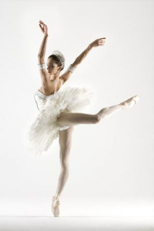 pointe-shoes-art-wallpaper-882409-1-s-307x512